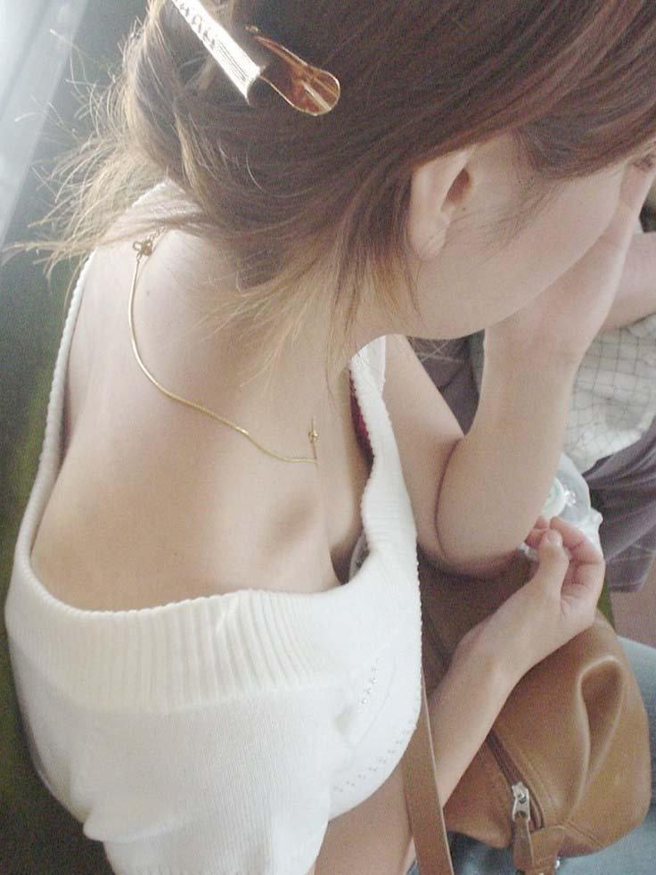 ハッキリ見えちゃった乳房や乳首 (6)