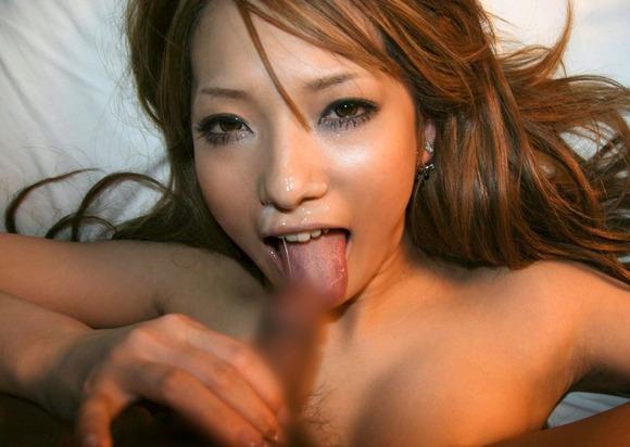 舌を使って凄テクを披露 (7)