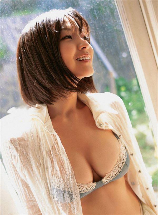 グラビアアイドルの熟れた乳房 (12)