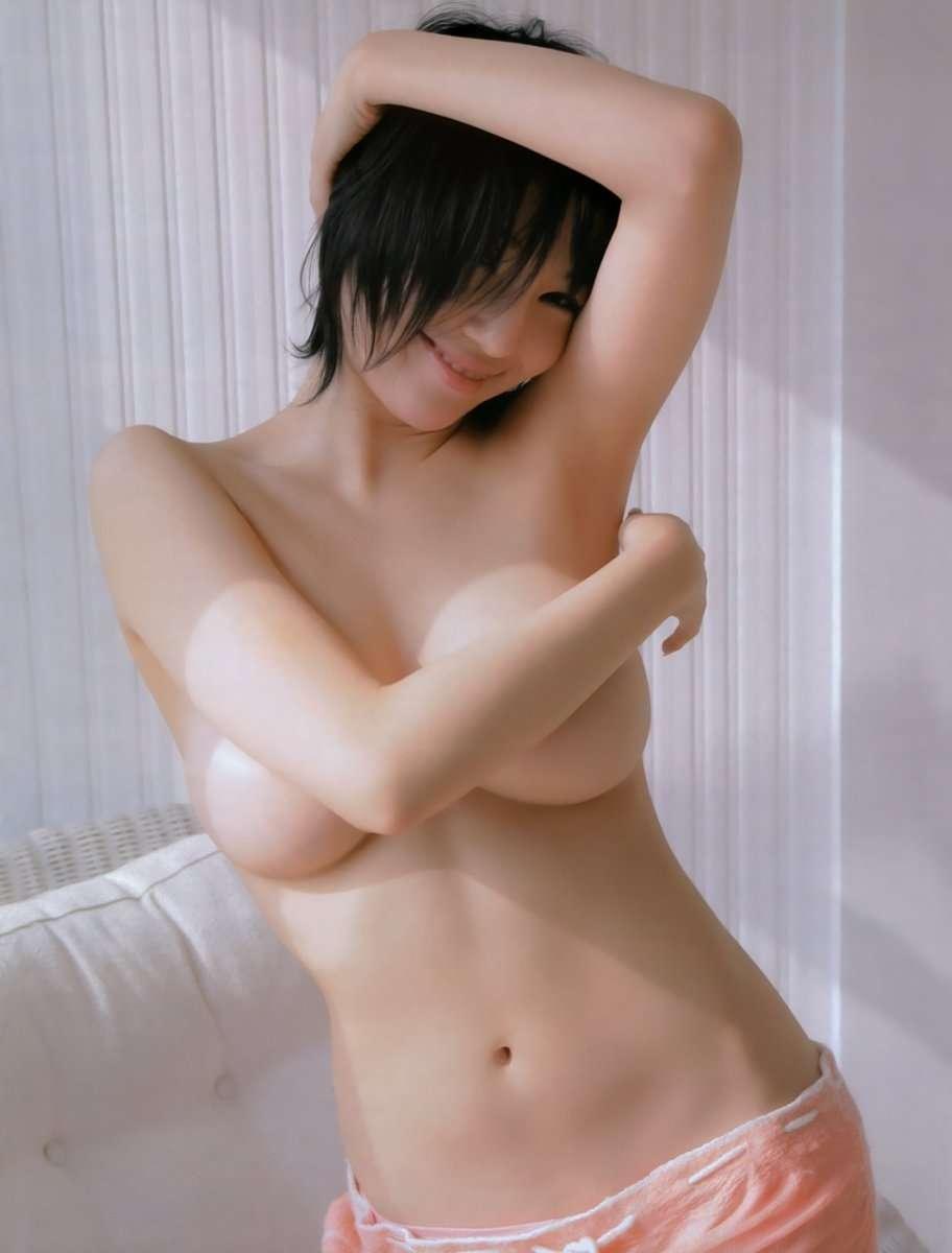 芸能人の大きな美乳が顕になる (4)