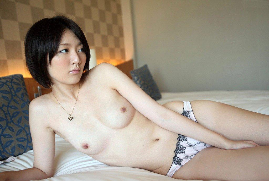 可愛い女の子が素っ裸になっちゃう (2)
