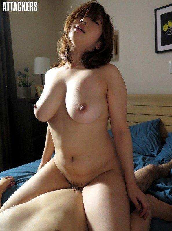 巨乳でパイズリして濃厚な性交、中村知恵 (20)