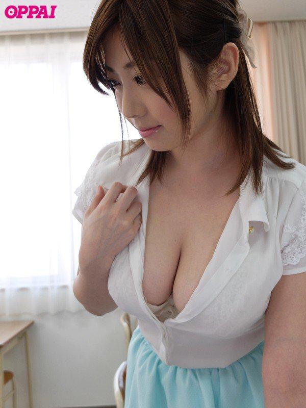 巨乳でパイズリして濃厚な性交、中村知恵 (2)