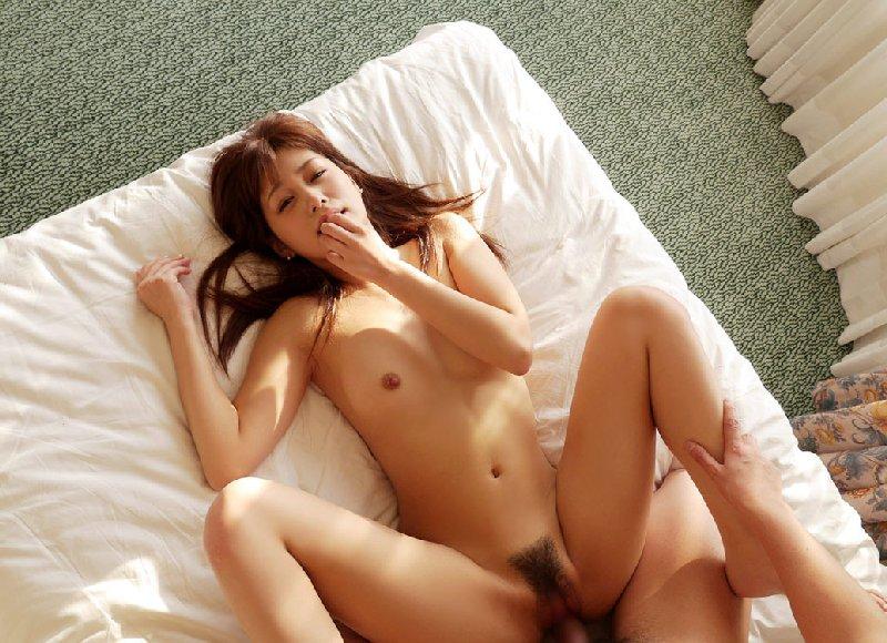 女性を見下ろすノーマルな体位 (11)