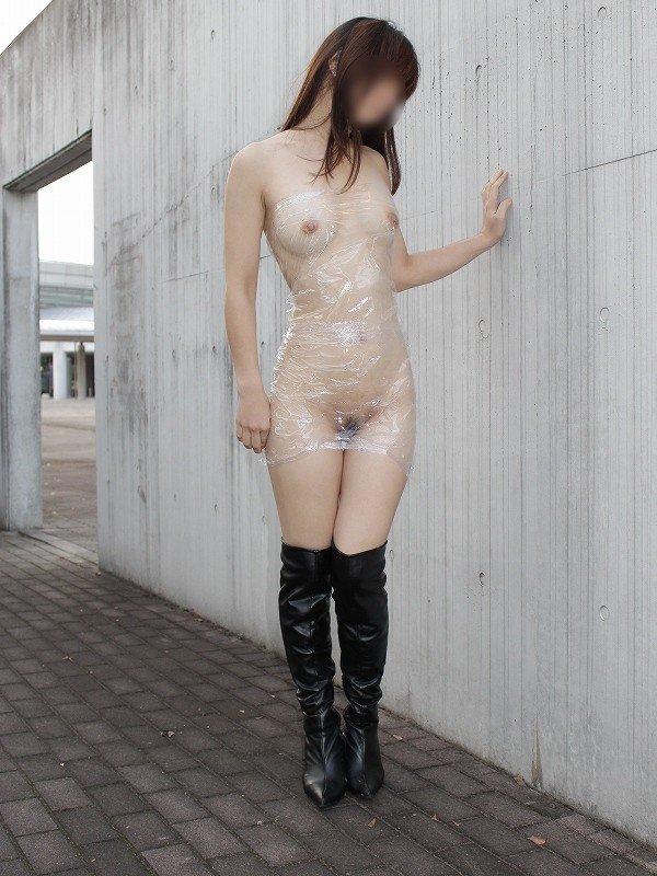 どんな場所でも脱衣するのが好き (16)