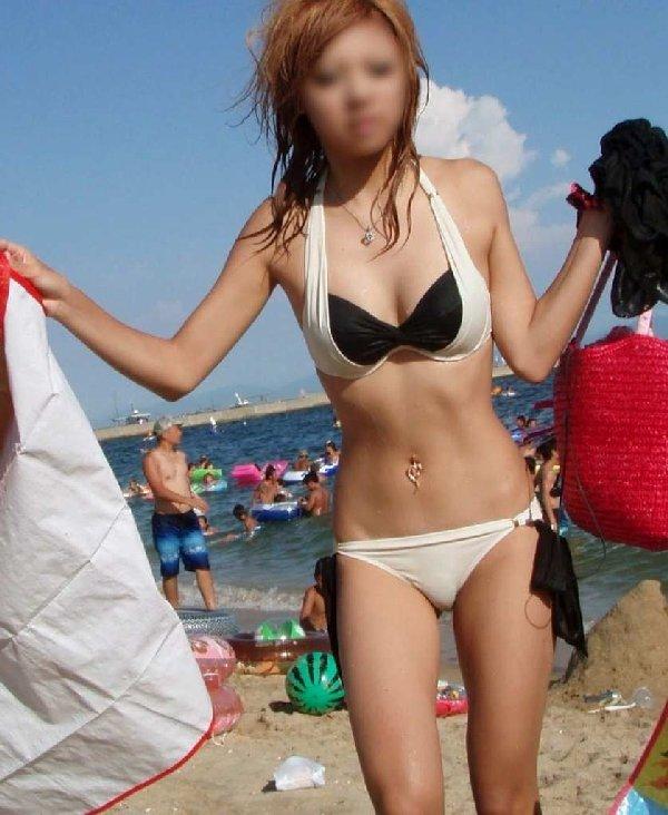 海に行くと見られる水着女性 (16)