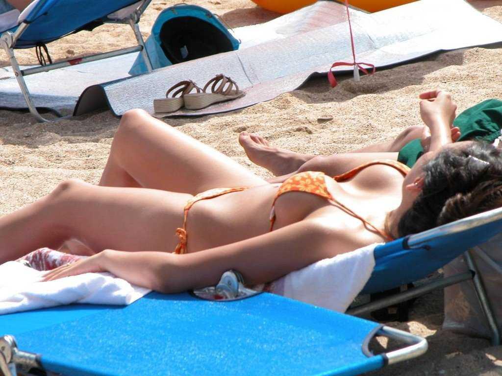 海に行くと見られる水着女性 (13)