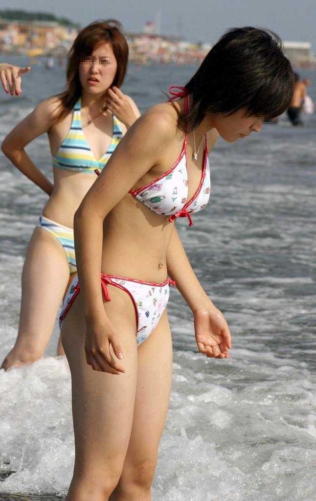 海に行くと見られる水着女性 (20)