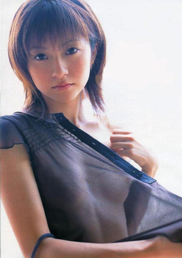 着衣から透けるオッパイ (1)