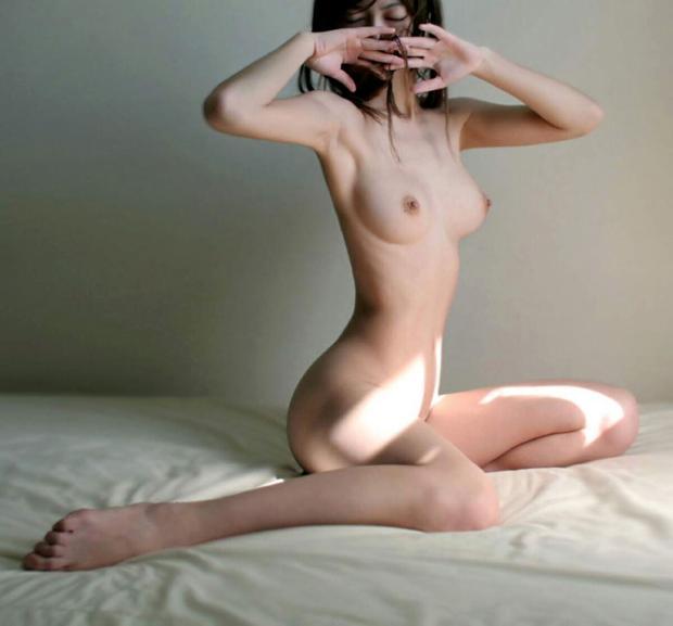 腰の細さがナイスバディのポイント (5)