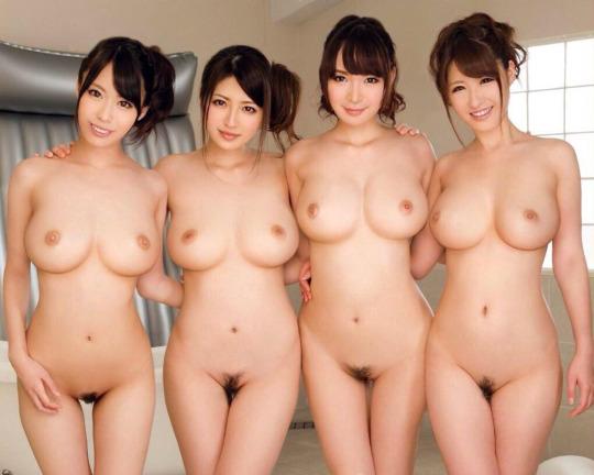 完璧な巨乳である美女のヌード (18)