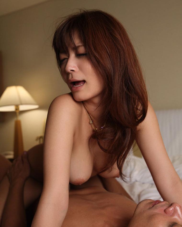 女性上位の体位でハメまくる (4)