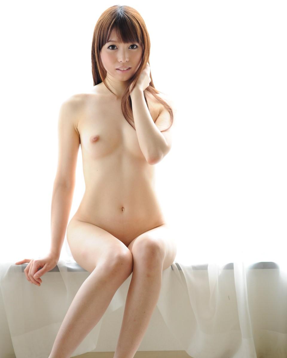 ちっちゃい乳房が魅力的な女の子 (9)