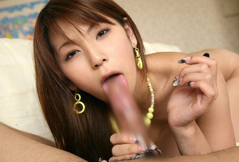 女性の口の中に射精したい (8)