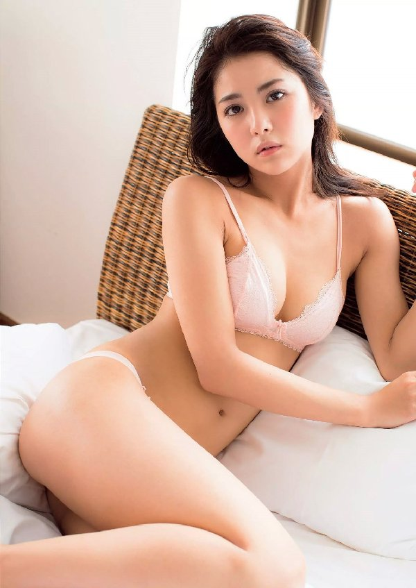 スレンダー美人が限界ショットに挑戦、石川恋 (7)