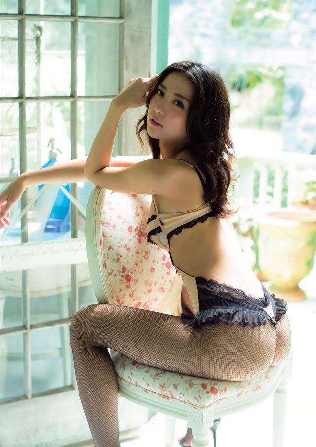 スレンダー美人が限界ショットに挑戦、石川恋 (5)
