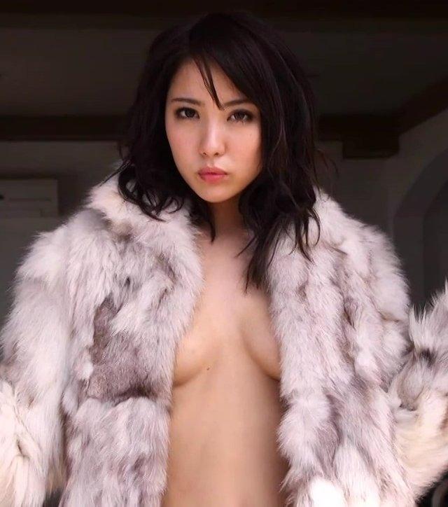 スレンダー美人が限界ショットに挑戦、石川恋 (16)