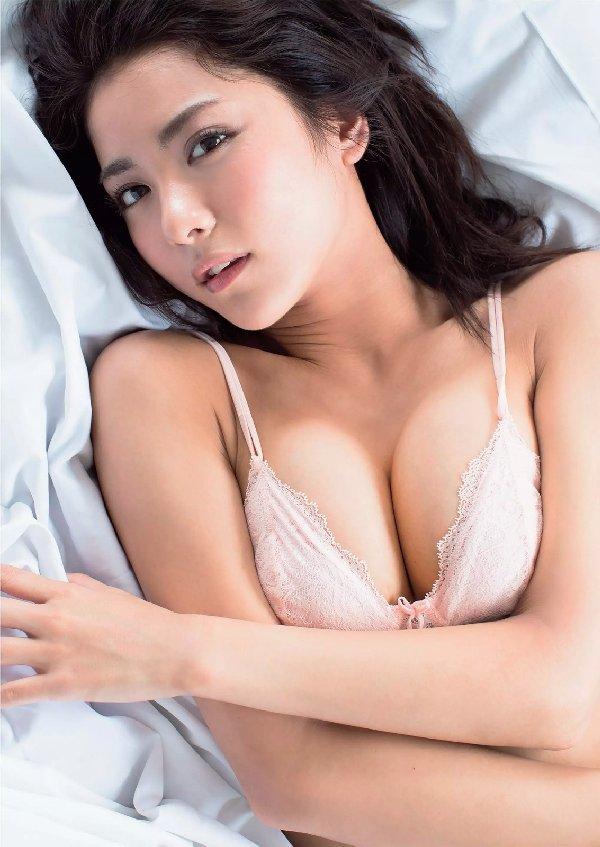 スレンダー美人が限界ショットに挑戦、石川恋 (8)