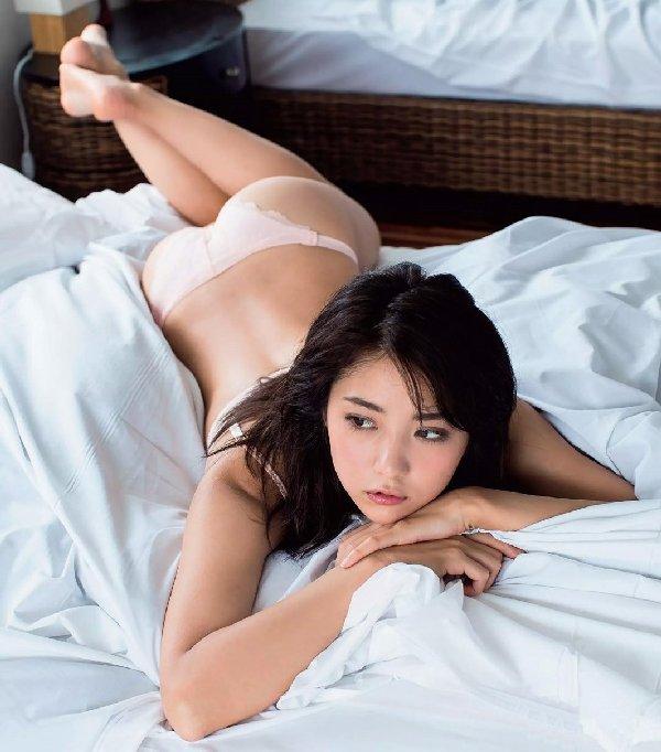 スレンダー美人が限界ショットに挑戦、石川恋 (6)