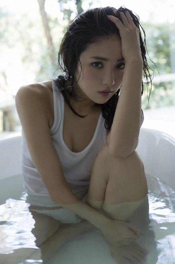 スレンダー美人が限界ショットに挑戦、石川恋 (3)