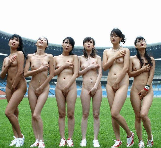 素っ裸の女の子がイッパイ (9)
