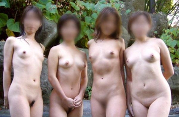 露天風呂でヌードになって友達同士で撮影 (19)