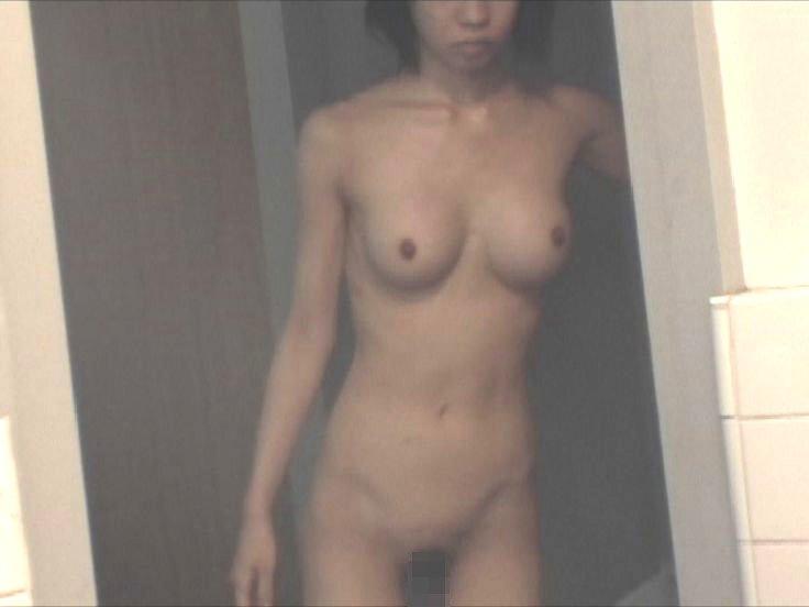 女風呂で脱衣して体を洗う女の子 (15)
