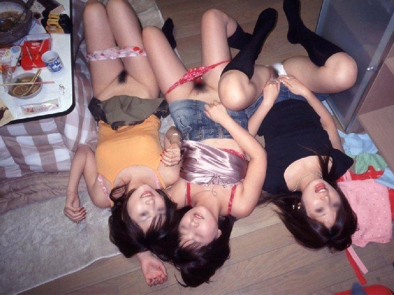 ハメを外し過ぎた友達がエロ過ぎる (20)