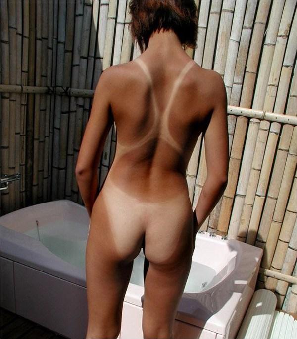 小麦色と美白の肌の境界線がセクシー (11)