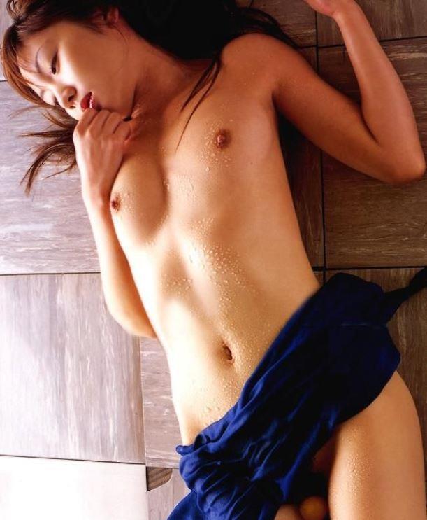 ちっちゃくてキュートな乳房が好き (14)