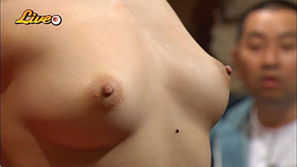 TVで映った乳房がエロい (7)