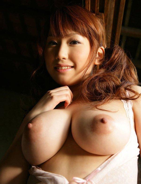 釣鐘型の大きな乳房 (19)