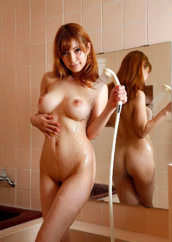 水も滴る綺麗な乳房は芸術的 (17)