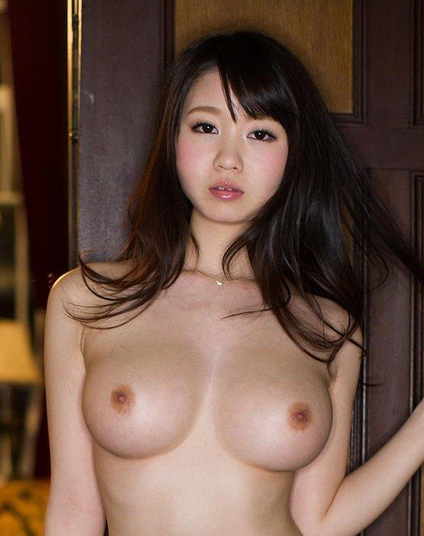大きくて綺麗な乳房が見事な、夢乃あいか (1)