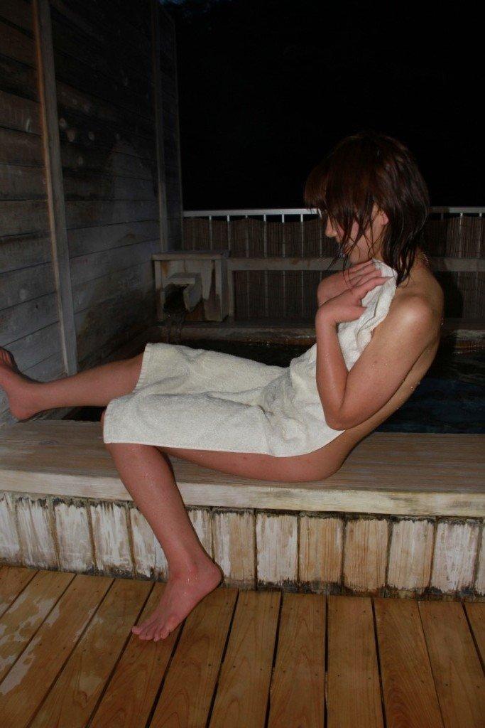 風呂にいた素っ裸の素人さんを撮影 (13)