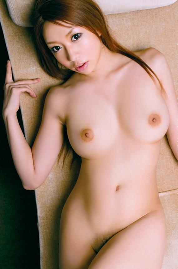デカい乳房なのに美しいフォルム (16)
