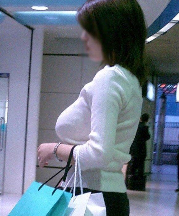 乳房がデカくて目が離せない (4)