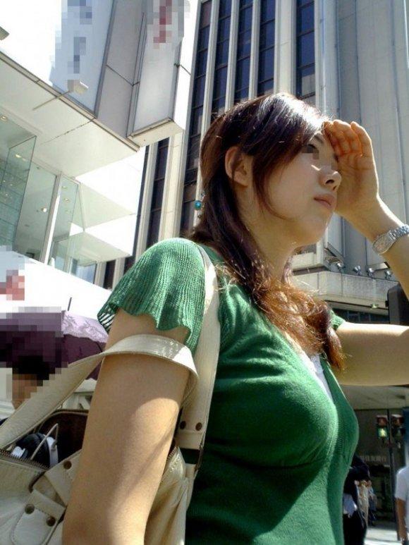 乳房がデカくて目が離せない (10)