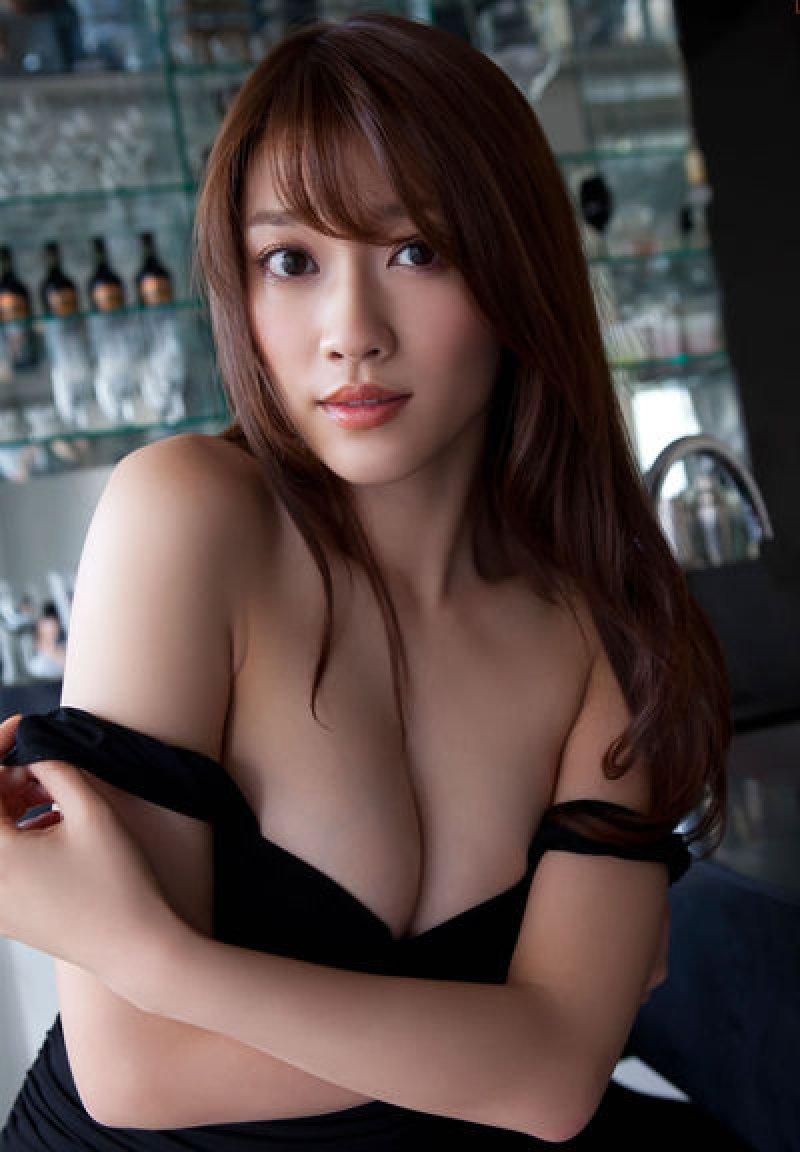アイドルのデカい乳房に挟まれたい (2)