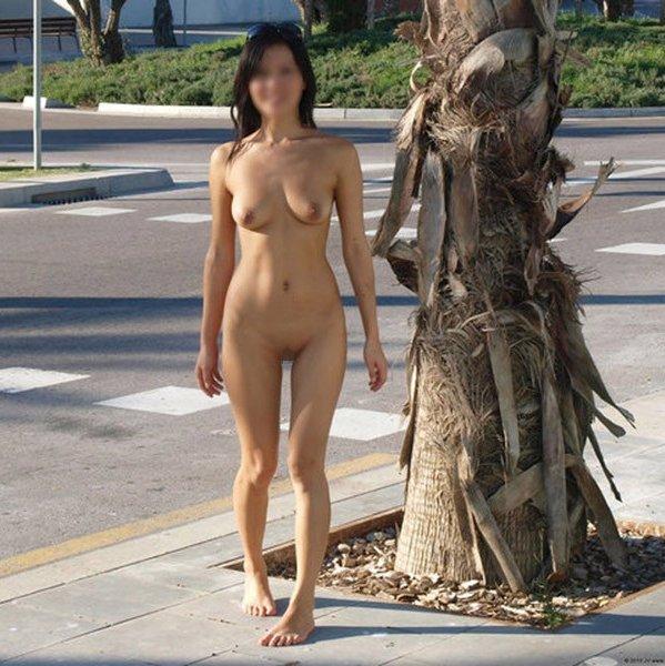 外に出かけると裸になりたくなる、露出狂の素人女性たち