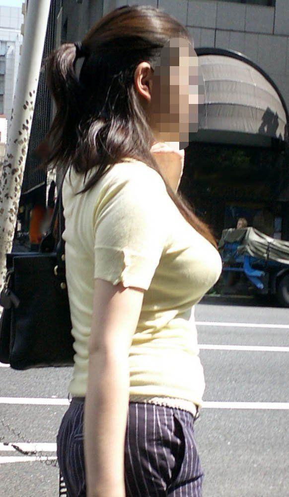 爆乳の乳房が目立ちすぎ (6)