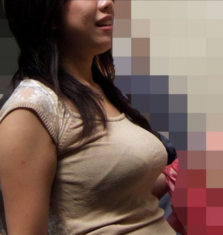 爆乳の乳房が目立ちすぎ (1)