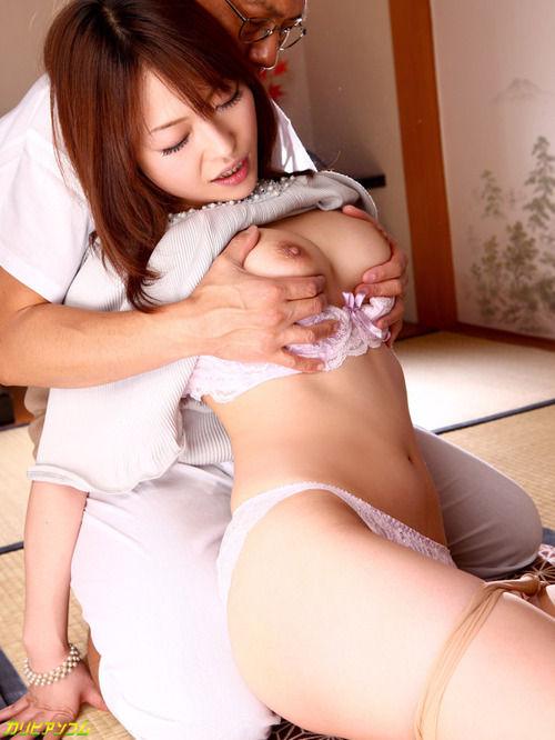 巨乳を思いっきりモミモミされる女の子 (3)