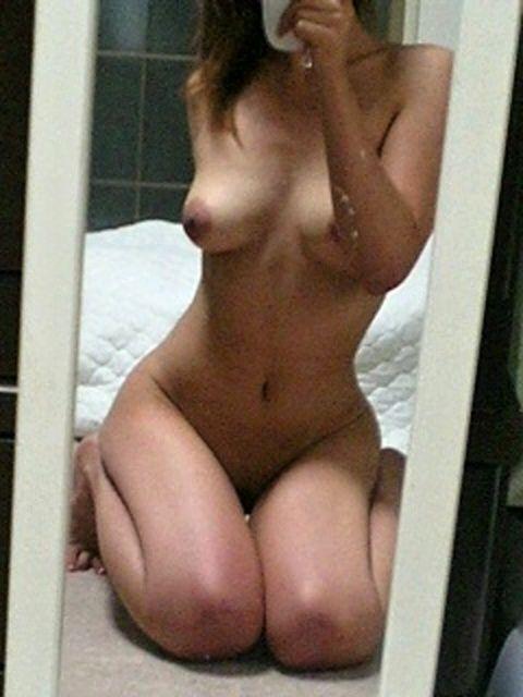自分で自分の裸を撮影するというエロ行為 (17)