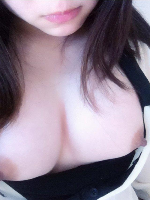 自分の裸の写メを撮って公開しちゃう女の子 (12)