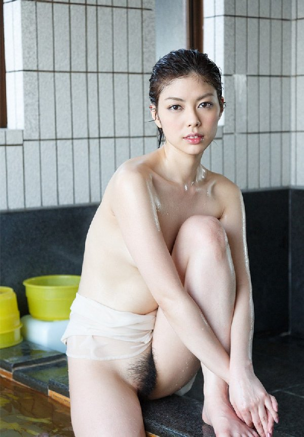 スレンダー美女が淫乱なSEX、卯水咲流 (9)