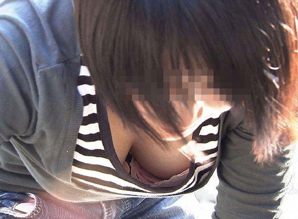 不注意で乳房が見えてしまった女の子 (16)