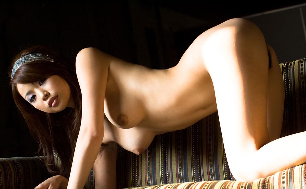 下を向いた乳房が掴みやすそう (8)