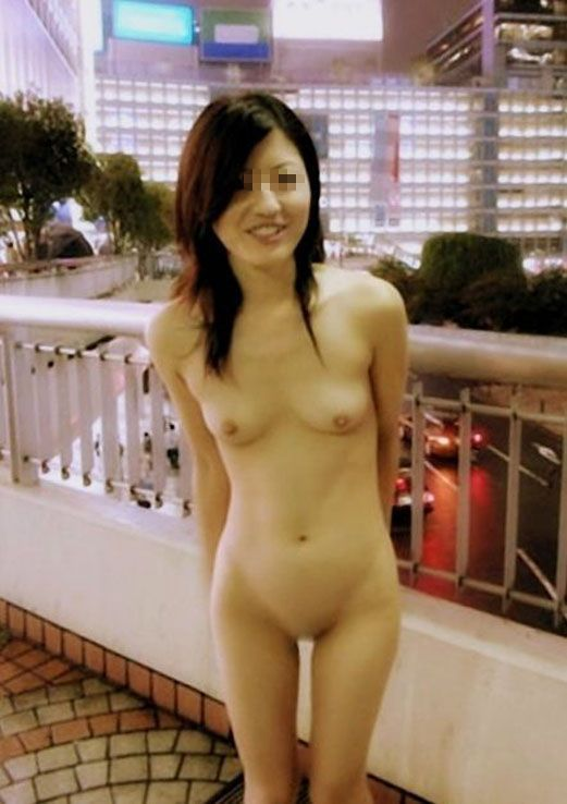 見られたってお構い無しに裸になる女の子 (18)