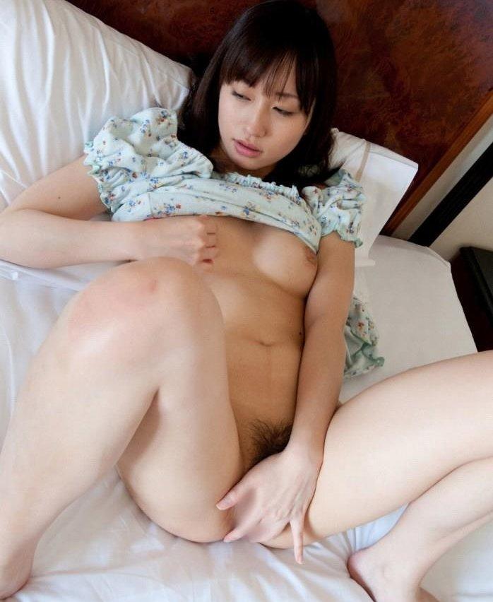 マスターベーションを始めちゃった女の子 (1)